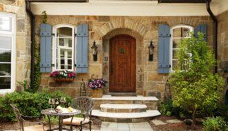 Как оформить фасад дома в старинном стиле