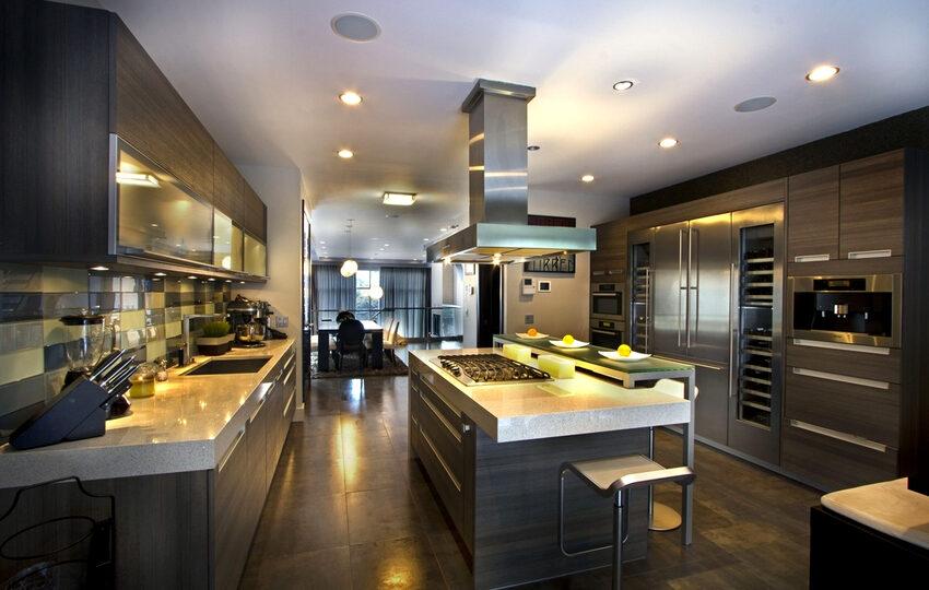 Современный дизайн большой кухни